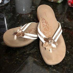 Aetrex sandals